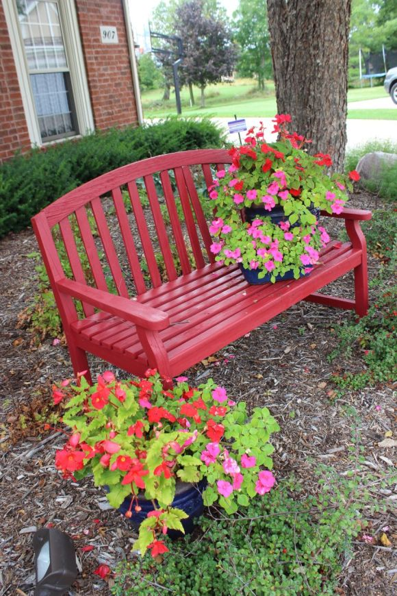 pretty planters, red bench