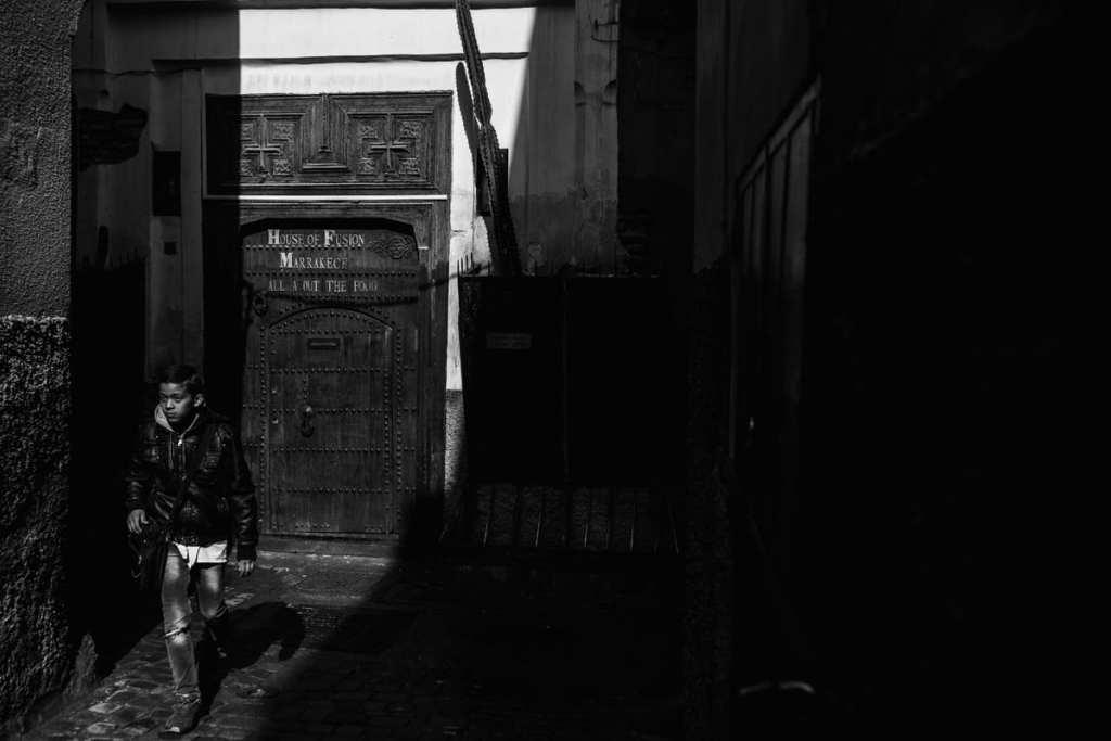 Wedding photographer in Morocco - boy walking to school in Marrakech
