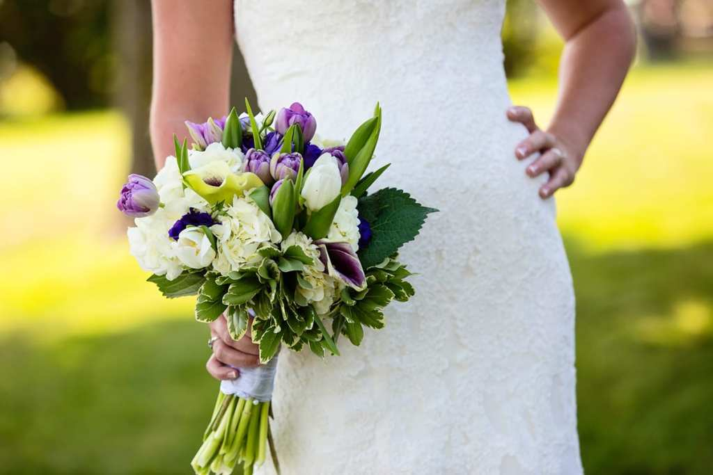 mermaid style lace dress and bouquet with tulips and hydrangeas