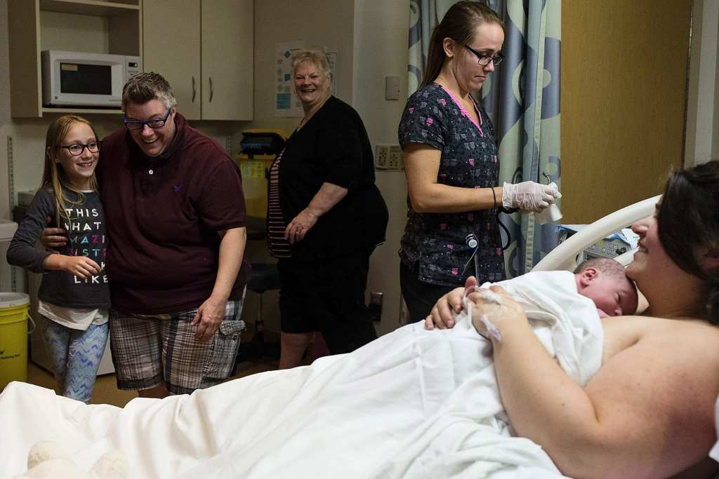 mom welcomes daughter to hospital room