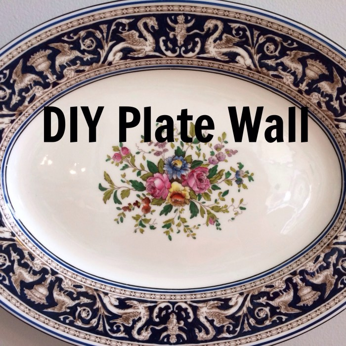 plate wall title
