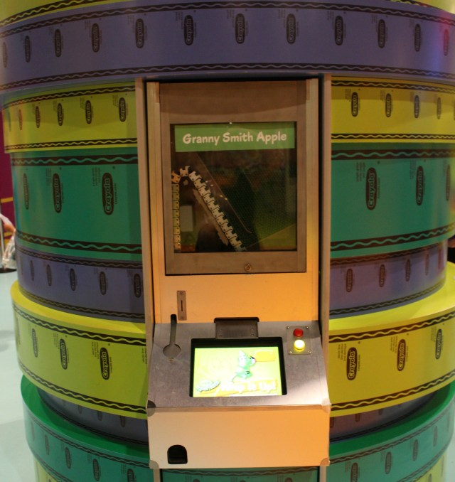 Crayola-Orlando-florida-mall-custom-crayon