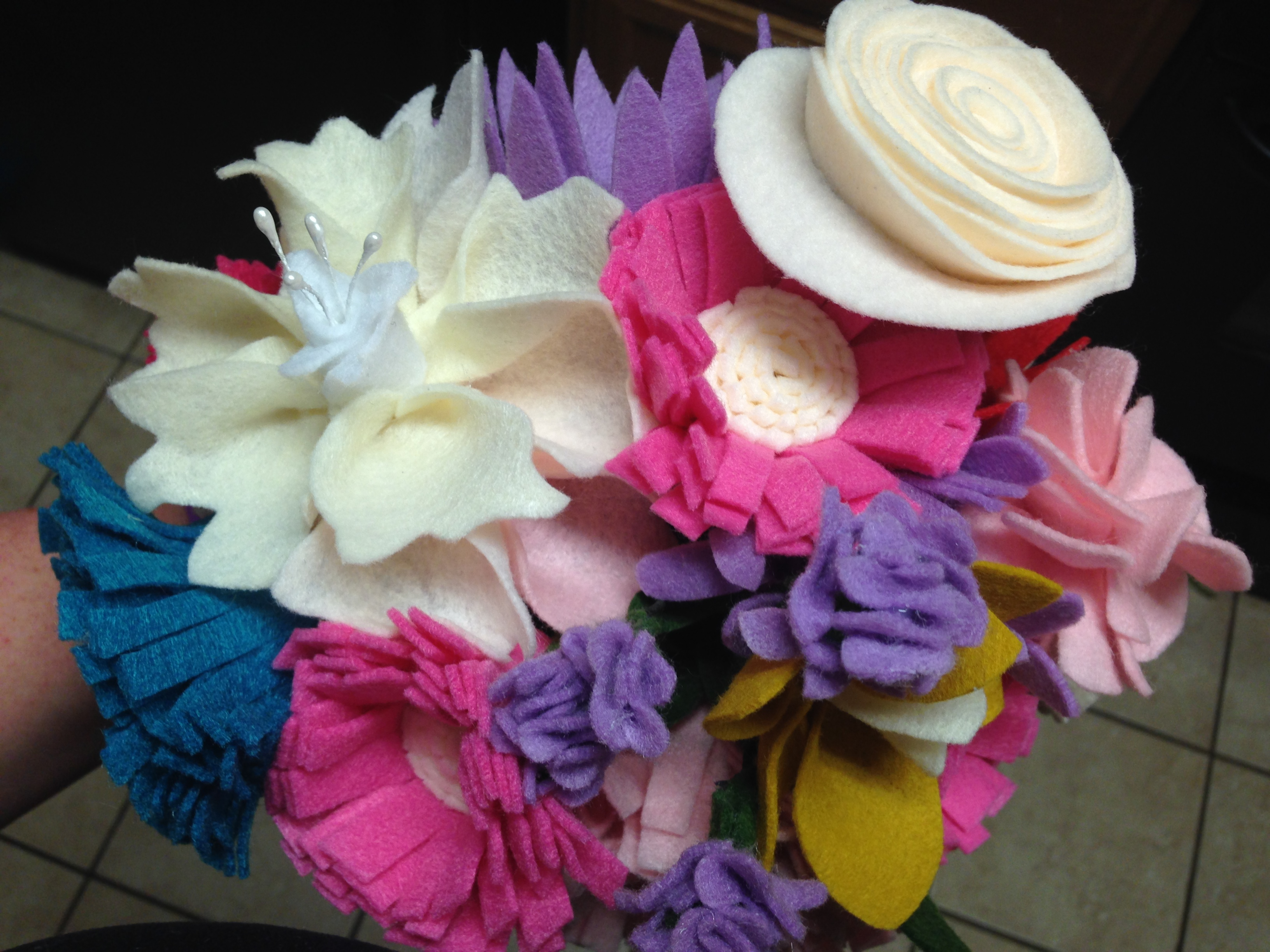 Felt Flower Bouquet Tutorial - Mommy Like Whoa