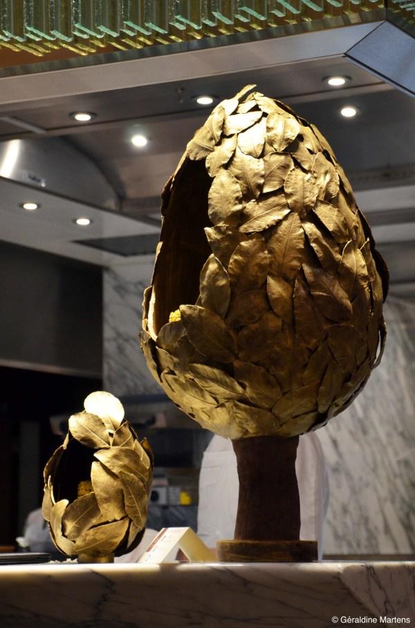œuf de paques en or