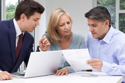 How to Find & Choose a Financial Advisor - 7 Things to Consider