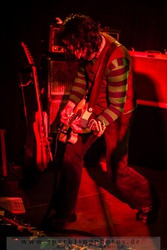 2014-12-20_Dead_Guitars_-_Bild_032x.jpg