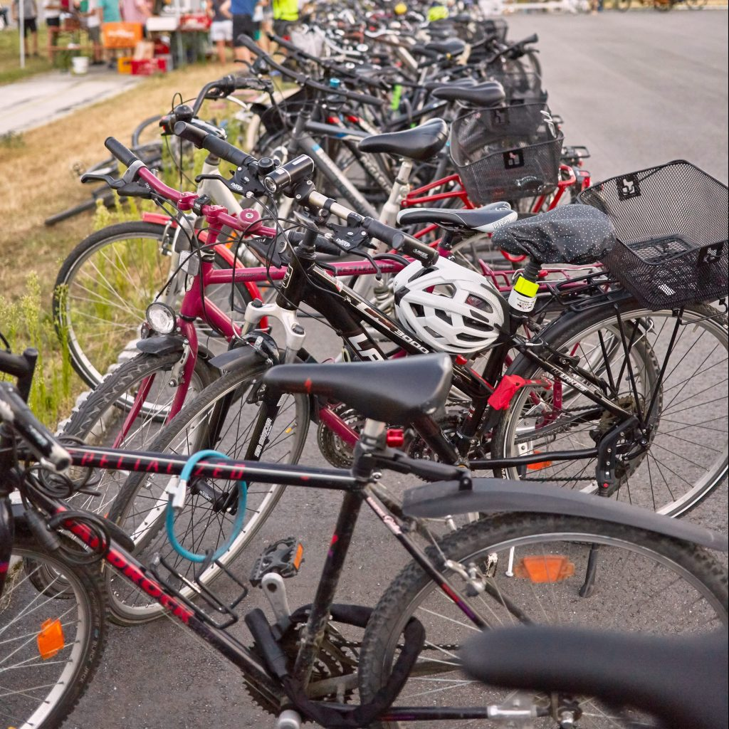 Fahrräder aufgehellt warm