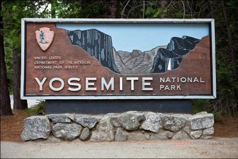 Yosemite Entrance Sign by ezeiza on flickr