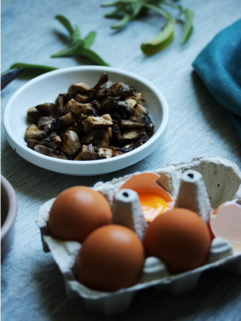 boite œuf et champignon pour préparer la recette végétarienne de quiche aux champignons et sauge sans gluten et sans lactose | Mon petit balcon