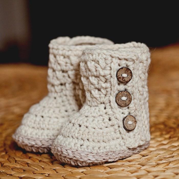 Polar Buttoned Boots - crochet pattern by Mon Petit Violon