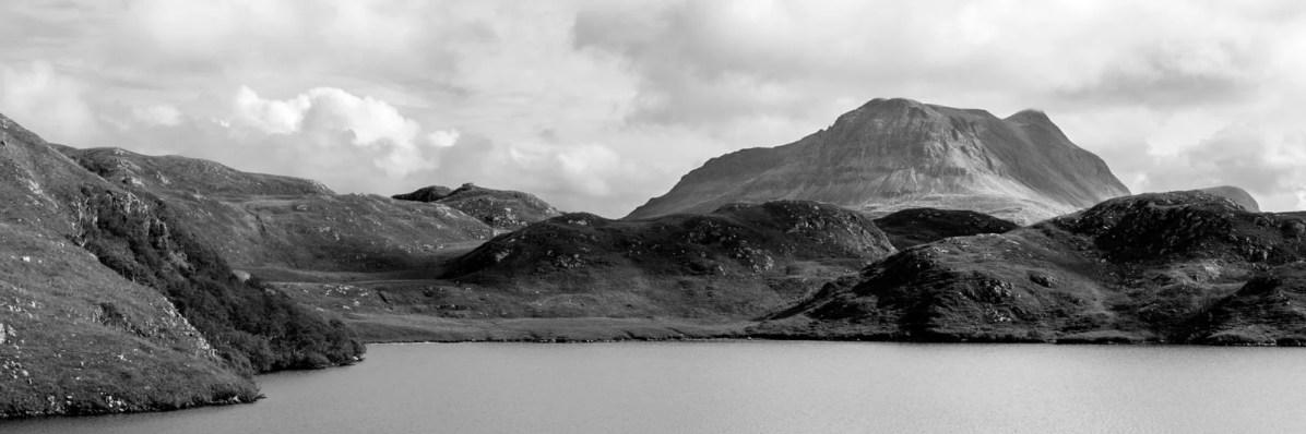 Le Cul Mor en arrière plan du Loch Buine Moire