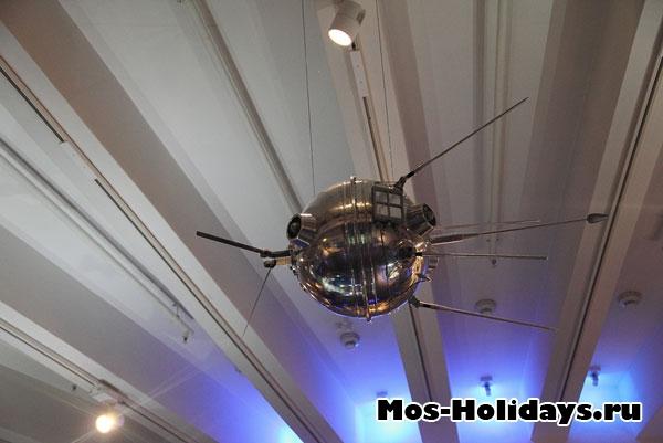 Макет первого спутника Земли.