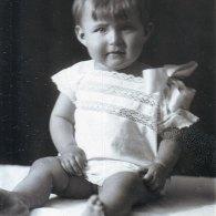 Дочь типографа Николая Захарова Елена в крестильной рубахе после крестин в церкви Святого Ермолая. Около 1929 года