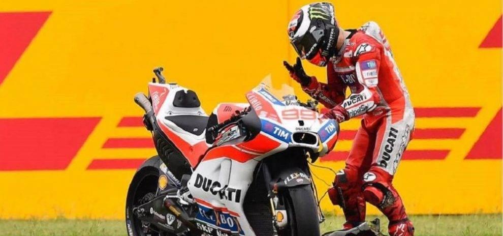 Ducati-Jorge-Lorenzo-resign-e14924965731