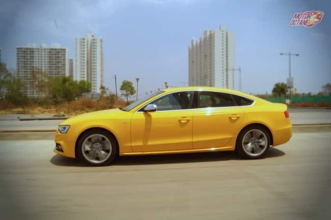 Audi S5 motion side