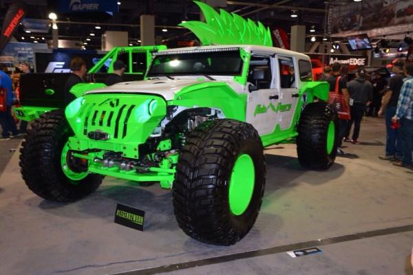 Al igual que autos, en el SEMA Show en Las Vegas se presentan guaguas y 4x4 sumamente extremas, como este Jeep Wrangler con... con... ¿una cresta? FOTOS: Andrés O'Neill, Jr.