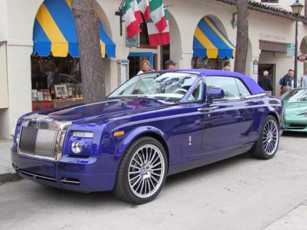 Para el gusto, los colores... literalmente. Andando con mi hijo por el pueblito de Carmel, en California en agosto del 2012 nos topamos con este Rolls-Royce Drophead Coupe color púrpura. FOTOS: Andrés O'Neill, Jr.