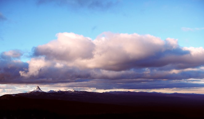 And over the Southern Oregon Cascades.