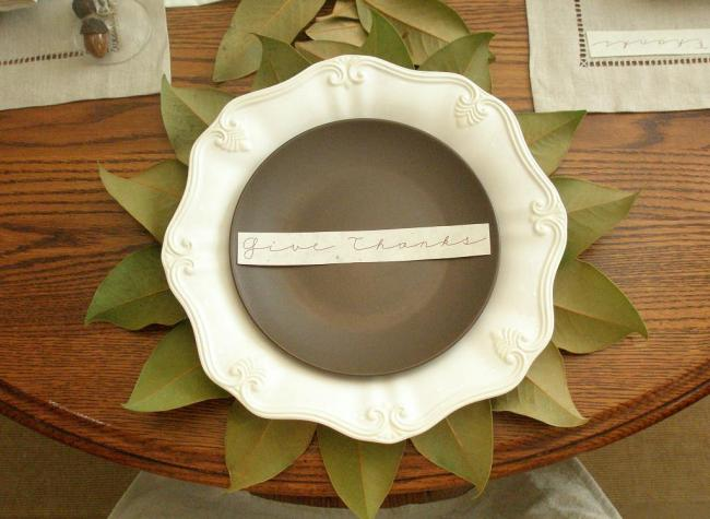 Need a nature inspired thanksgiving tablescape idea? Here are 50 Nature Inspired Thanksgiving Tablescapes filled with rustic elements. upcycledtreasures.com