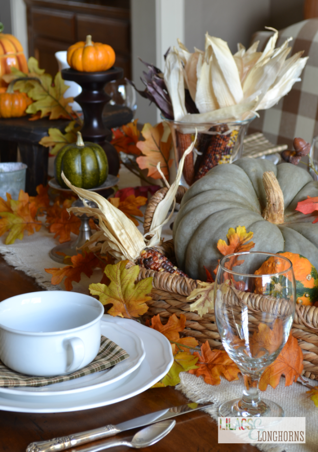 Looking for tablescape ideas? Here are 50 nature inspired Thanksgiving tablescapes filled with beautiful rustic elements. upcycledtreasures.com