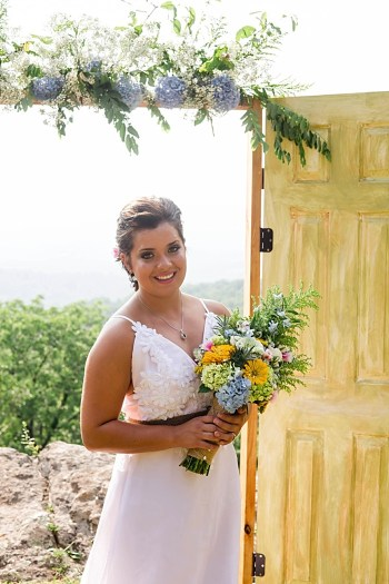 Blue Ridge Mountain Styled Shoot by Beth T Photography |  See more at:  http://mountainsidebride.com/2014/03/blue-ridge-mountain-styled-shoot-with-rustic-details
