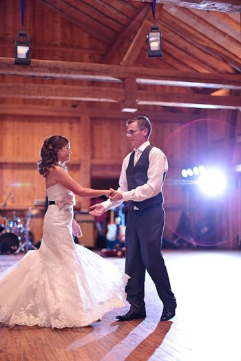20b-Devils-Thumb-Ranch-wedding-Becky-Young Photography-first-dance2