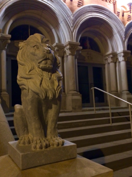 160130-st_leos_catholic_church-nighttime_lion-IMG_0049