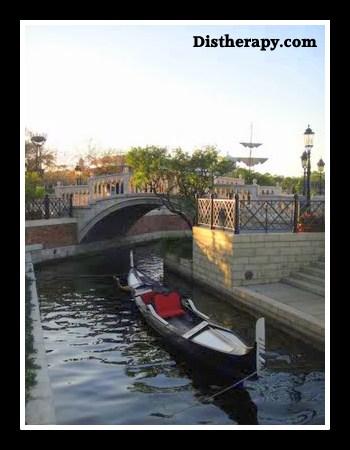 Epcot gondola, Grand Canal, Epcot Italian Pavilion, Via Napoli Epcot, Epcot restaurant