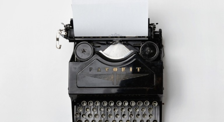 Typewriter photo Florian Klauer | Moving Peaces