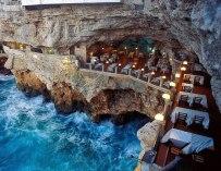 Un restaurant niché dans une grotte en Italie