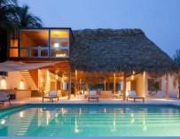 La villa Costa Azul, sur une plage du Salvador