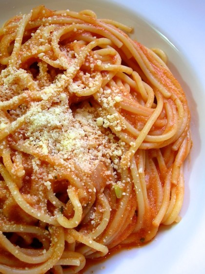 pasta with garlicky cream sauce