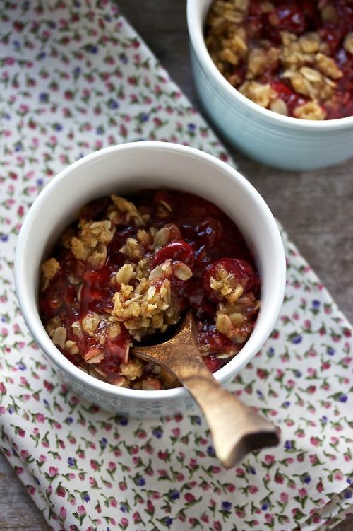 amy's cherry crisp // movita beaucoup