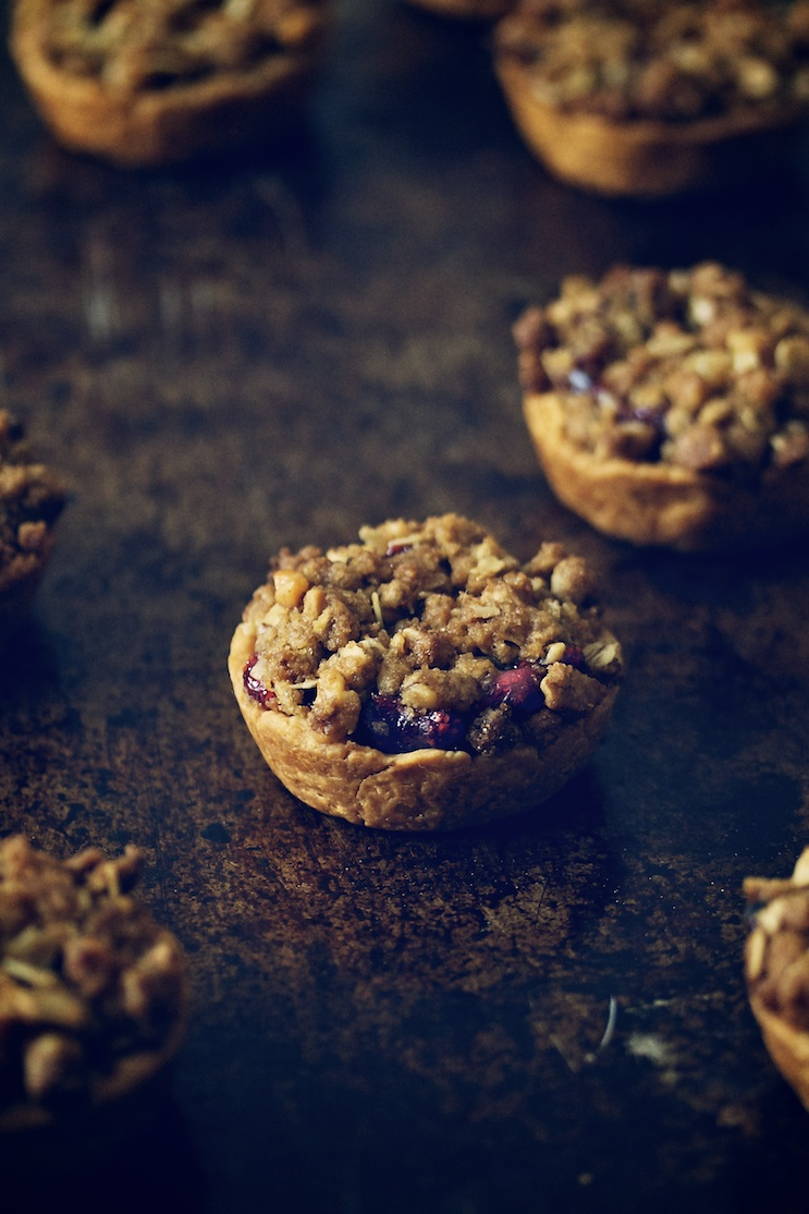cranberry mini-pies with walnut streusel | movita beaucoup