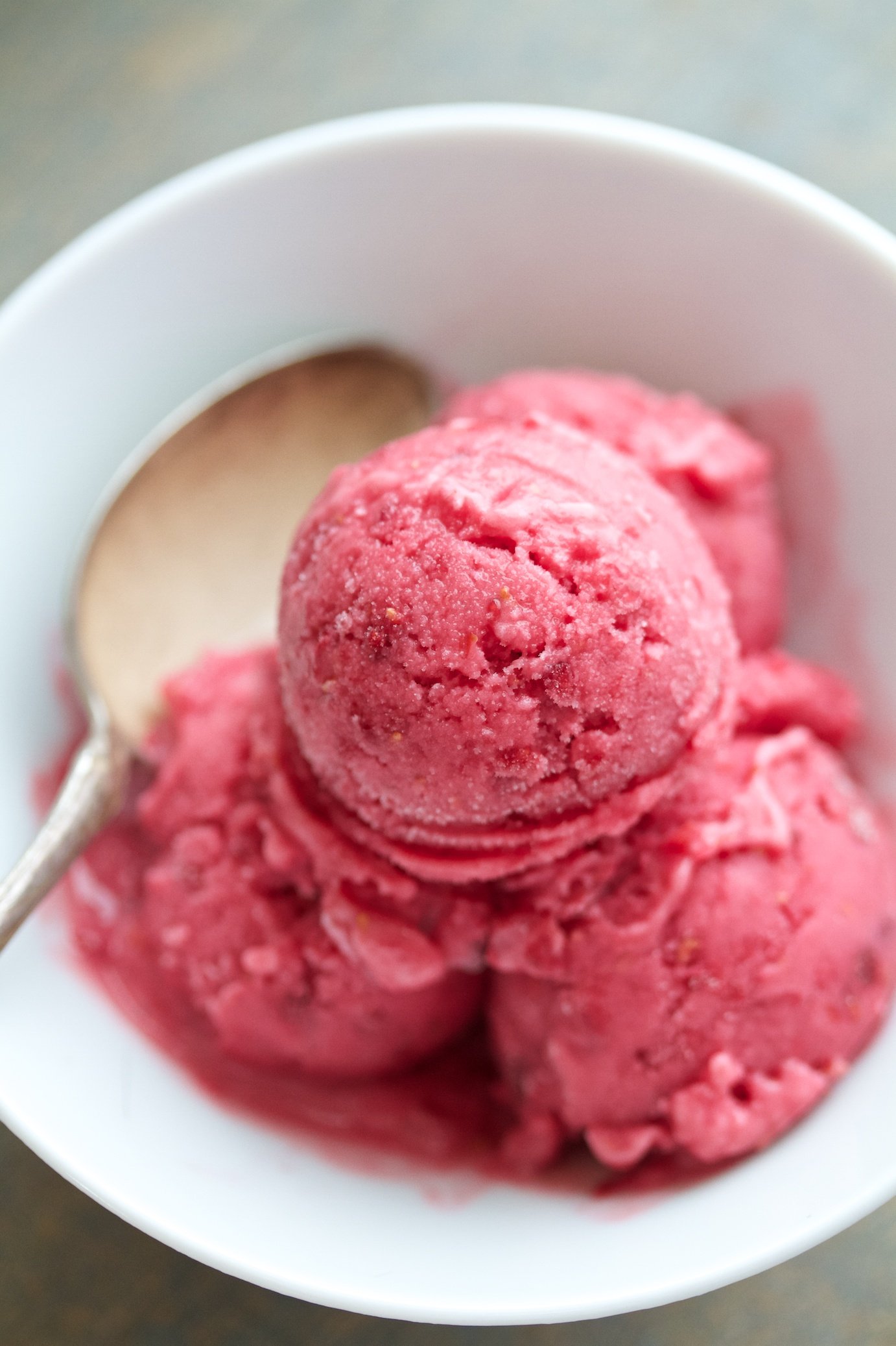 tangy raspberry sherbet | movita beaucoup