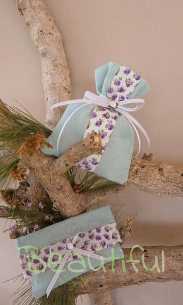 Μπομπονιέρα. Μπομπονιέρα Γάμου πουγκί και φάκελος, λινό βεραμάν με κορδέλα floral και σατέν λουλουδάκι χειροποίητο.