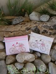 Μπομπονιέρα πρωτότυπη. Μπομπονιέρα βάπτισης κορίτσι πορτοφολάκια, υφασμάτινα με θέμα ποδήλατο χειροποίητο.