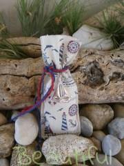 Παιδική μπομπονιέρα βάπτισης. Μπομπονιέρα βάπτισης αγόρι πουγκί, ναυτικό με μεταλλικό καραβάκι και κορδόνια λινάτσα χειροποίητο.