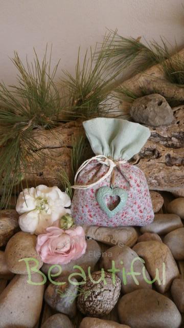 Μπομπονιέρα Γάμου. Μπομπονιέρα γάμου πουγκί, floral δίχρωμο με διπλό ύφασμα και μεταλλική καρδιά πετρόλ χειροποίητο.