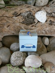 Μπομπονιέρες βάπτισης xειροποίητες. Μπομπονιέρα βάπτισης αγόρι κουτί, ξύλινο σιέλ με χειροποίητη ζωγραφιά, κορδονάκι λινάτσα και χάντρα μπλε.