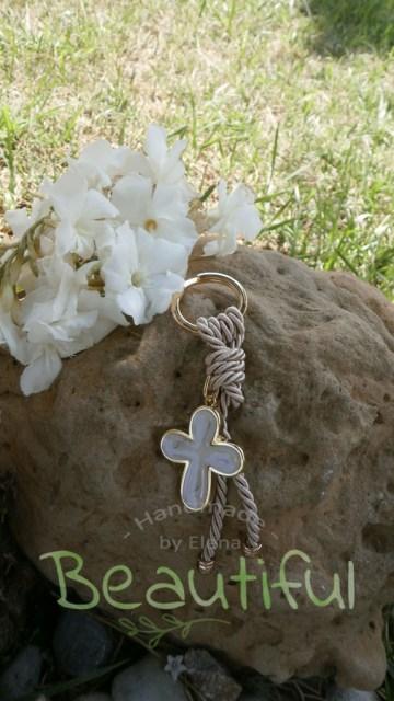 Μπομπονιέρα Γάμου, μπρελόκ με σταυρό επίχρυσο δεμένο με σατέν κορδόνι, χειροποίητο.