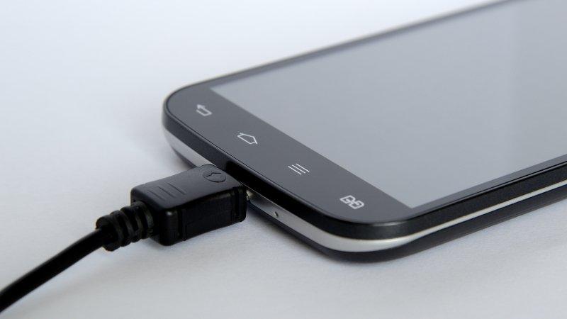 Появился новый метод беспроводной зарядки телефонов
