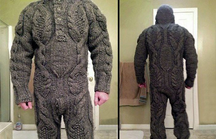 Зимний прикол: свитер на все тело.