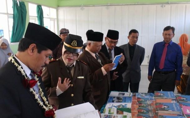 Milad ke 26 MTsN 3 Malang Launching GM3 (Gerakan Emak-Emak Menulis)