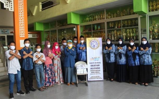 Dukung Protokol Kesehatan MTsN 3 Malang, Ikatan Alumni Unair Sumbang 500 Masker