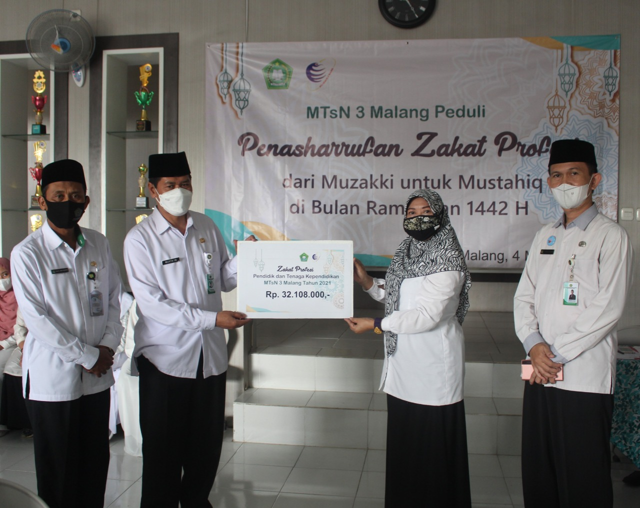MTsN 3 Malang Mentasharufkan Zakat Profesi Pada Peserta Didik dan Masyarakat Terdampak Pandemi Covid 19