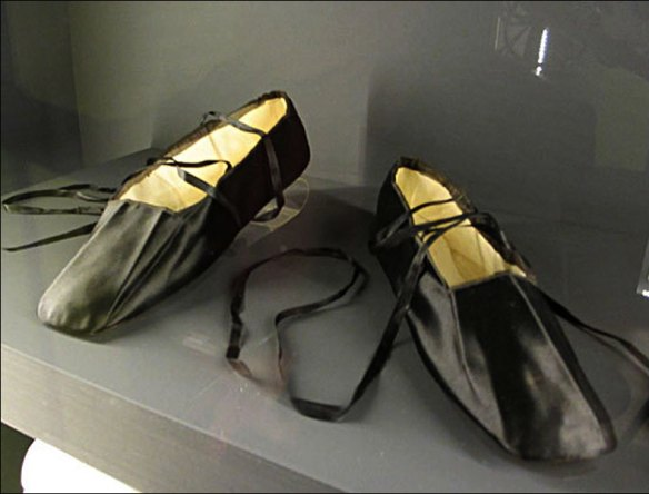A grisette's ribbon-tied slippers, Palais Galliera