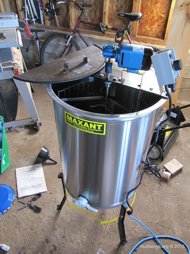 Maxant 3/6/9 Honey Extractor, Model 3100P. (August 12, 2015.)