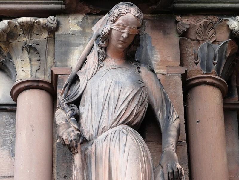 Diana Larrea. Tal día como hoy. artistas. Escultoras . Mujeres Mirando Mujeres. MMM18