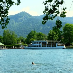 lake-1053715_1920